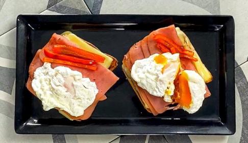 Tostadas de huevo con jamón